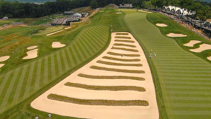 oakmont country club hole